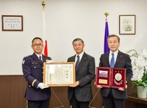 東部方面総監から感謝状と楯の授与